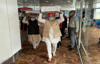 Indian Officials received the three Swaroops of Shri Guru Granth Sahib from Kabul